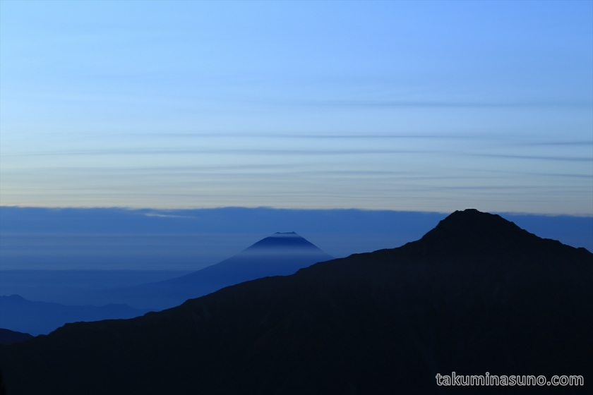 Mt Fuji on the left from Mt Senjougatake