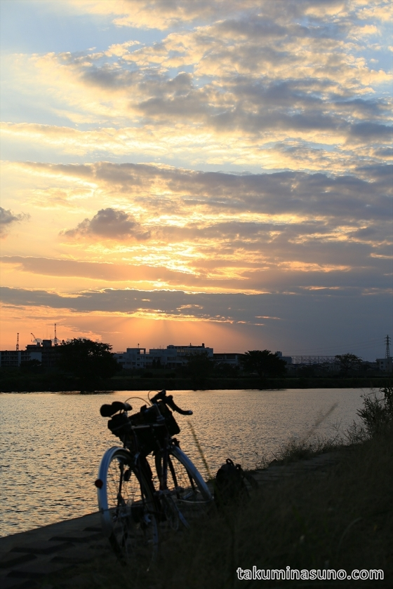 Sunset and bicycle along Tama River