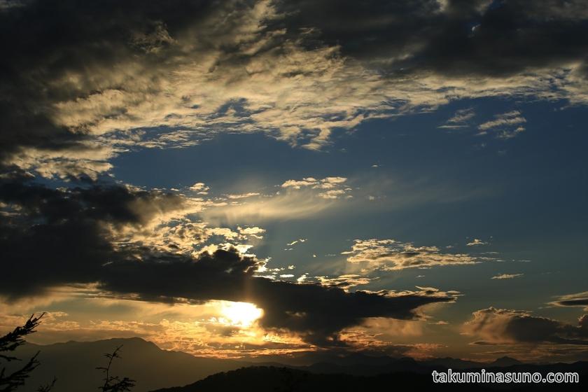 Sunset from the Peak of Mt Mutsuishi at Okutama 03