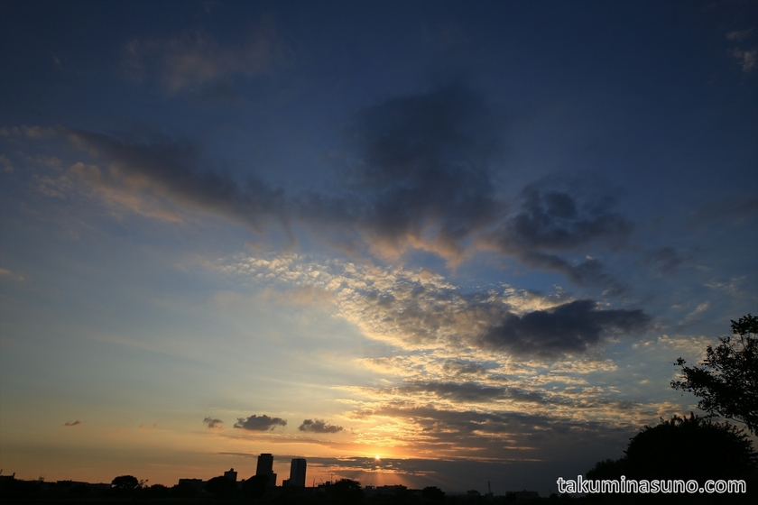 Wide-angle shot of Sunet from Tama River
