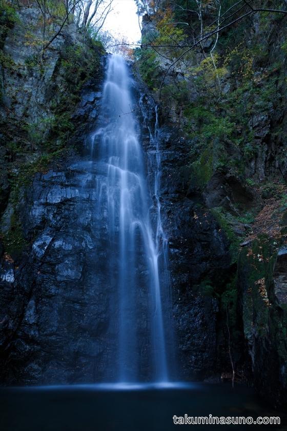 Portrait of Hyakuhiro-no-taki Waterfall
