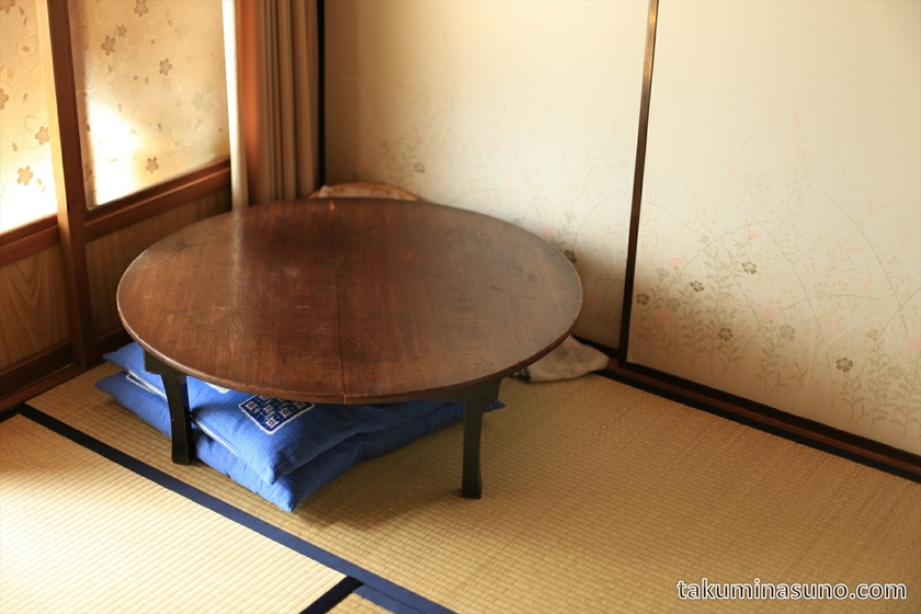 Table of Guesthouse Hakone Nennekoya