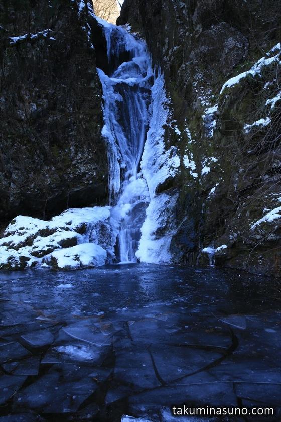 Okutama Ootaki Waterfall and Frozen Basin