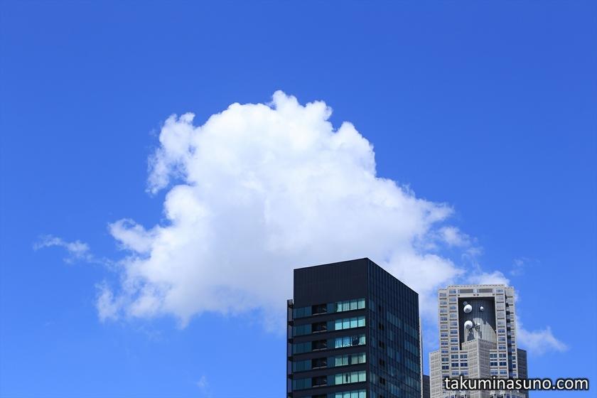 Cloud over Tokyo Metropolitan Tower